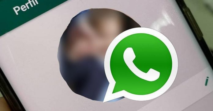 whatsapp-users-soon-to-hide-last-seen-status-profile-picture-from-specific-contacts